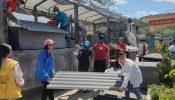 Tấm lợp fibro xi măng dựng lại mái nhà chắc chắn cho bà con Lai Châu sau mưa đá