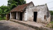 The old lady in Nam Dinh lived 60 years of an incomplete life in a rundown and shabby house