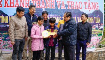 Trao tặng mái nhà tình nghĩa cho gia đình nay chỉ còn 2 cháu nhỏ đáng thương tại Hà Giang